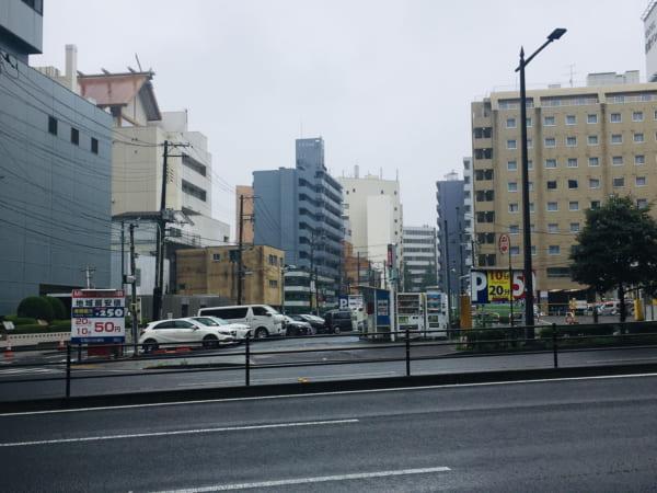 高級食パン専門店「考えた人すごいわ 仙台店」の最寄りの最安駐車場