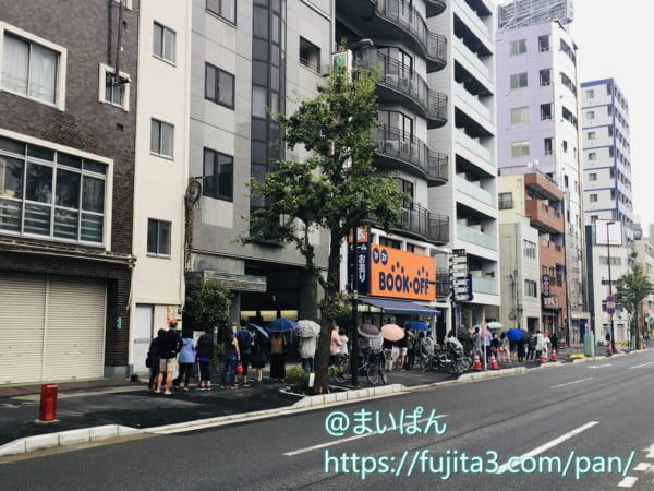 高級食パン専門店「エモいよ君は」の行列状況(朝9:30すぎ)