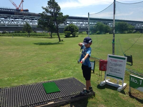 江戸川ラインゴルフ場、親子で真夏のショートコースを回り放題! たくさん伸びた芝生もいい思い出でした