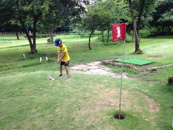 息子とマレットゴルフ in 新座市総合運動公園。マレットゴルフは親子で遊べてゴルフのコースマネジメントもできる!