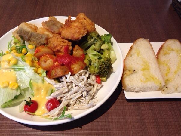 大森の魚バル ウオ(Uo)│1,000円で食べ放題のイタリアンランチはお野菜たっぷり。人参ドレッシングが特に一押し!
