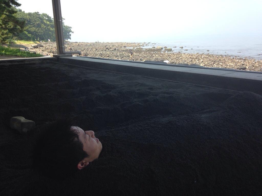 別府海浜砂湯で砂湯温泉を初体験! ミシュラン2つ星のスポットは、砂の重さと波音とおばちゃんのBGMが、ハンパなく気持ちいい~♪