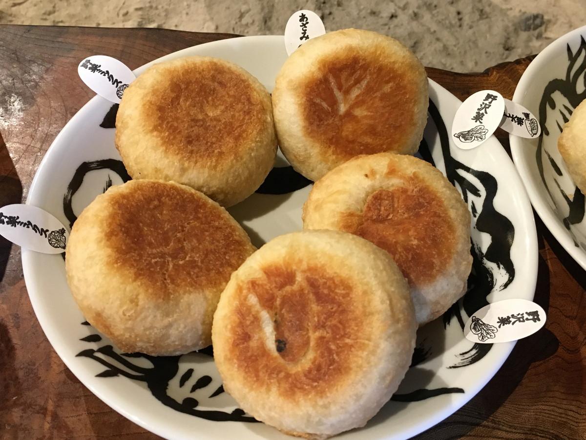 いろは堂本店 | おやきを信州・鬼無里の山奥で食す。昔懐かしの店内と地元の道の駅の野菜に感動!