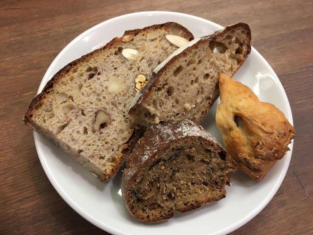 ブラン(blanc) 虎ノ門ヒルズ近くのビストロは、パン食べ放題ランチが美味しい!「熱い」と一推しのカニクリームコロッケと共に