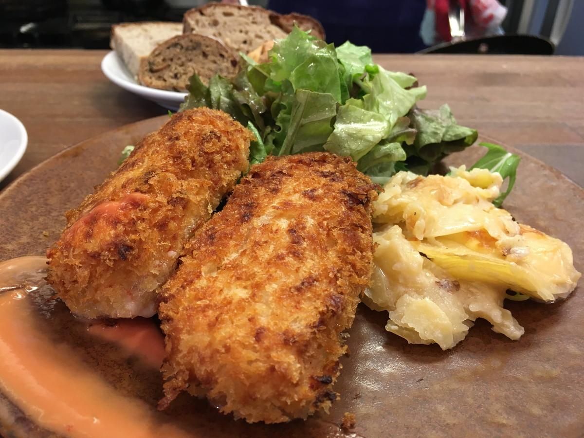 ブラン(blanc)|虎ノ門ヒルズ至近 パン食べ放題ランチをビストロで。「熱い」と一推しのカニクリームコロッケと共に堪能