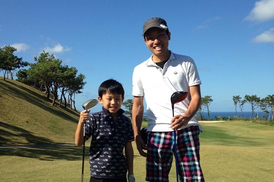 子供とのゴルフの始め方|10,000円以下で実現!小学生の息子と実際に取り組んだ4つの方法とおすすめのゴルフクラブセット