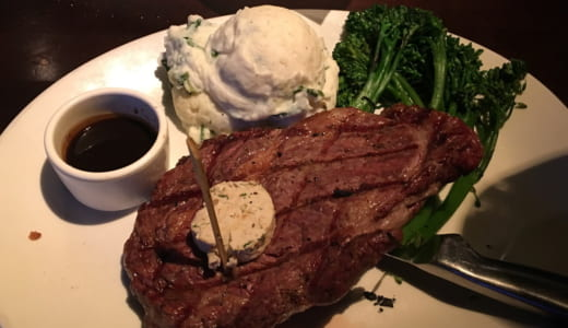 ヤードハウス | ワイキキで深夜にステーキが食べたい! がっつり飯にも大人数飲みにも使えるバー