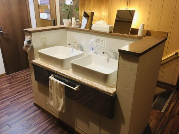 松江ゲストハウスの共用洗面所