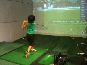 6歳の息子、マイクラブ持参で2回目のゴルフ!ドライバーで100ヤード目前!