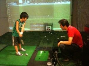 7歳の息子、3回目のゴルフ練習、ドライバーで100ヤード超え&パー3でダブルボギー達成!