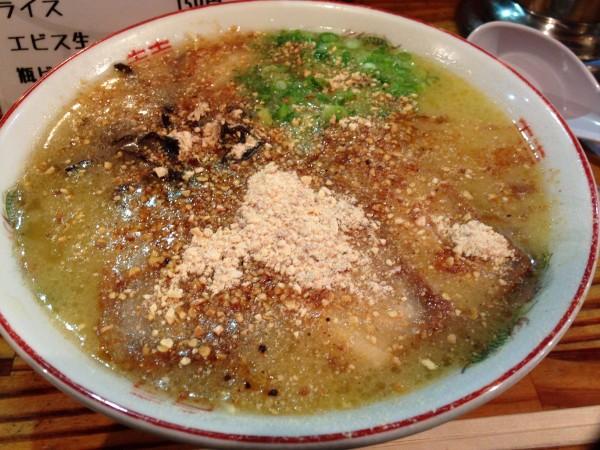 天外天 本店 | 熊本市内で深夜まで行列が絶えないラーメン屋さん。超強烈すぎて忘れられないスープ体験でした・・・
