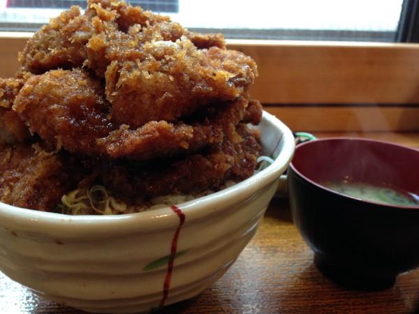 大吉三 日本橋店│カツ5枚のボリューム半端ないソースカツ丼!体育会学生気分で食しちゃいました!