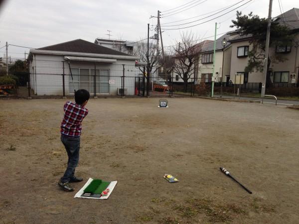 公園でゴルフのアプローチ練習|小学生の息子と一緒に楽しく遊べる方法を紹介!
