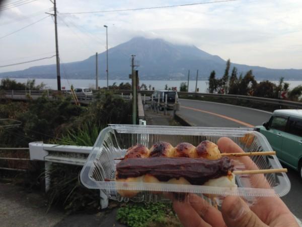 南州茶屋。桜島の絶景を正面に眺めながら、しんこ団子で休憩。国道10号線ドライブに押さえたいお店でした!