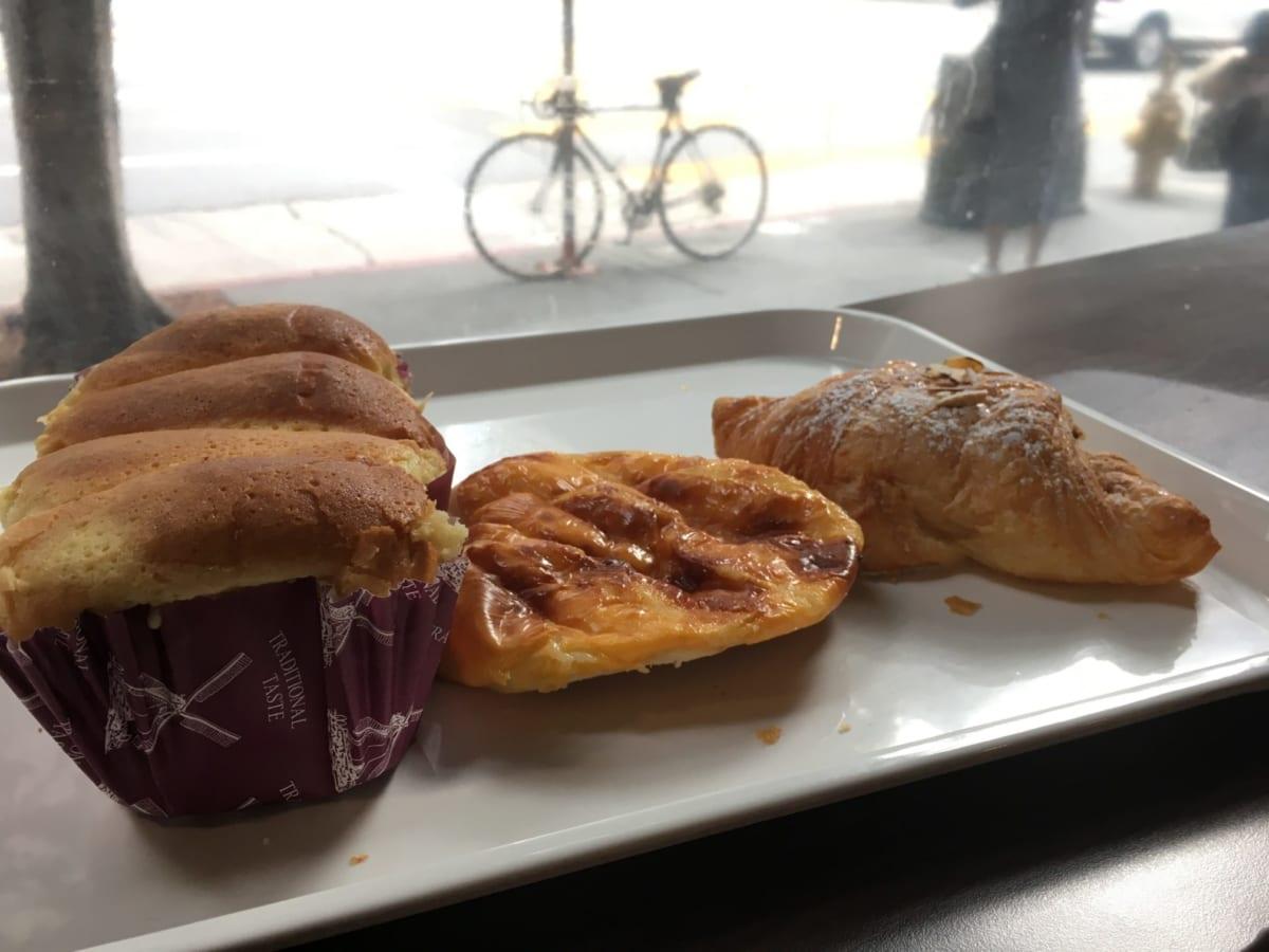 85℃ Bakery Cafe | LAダウンタウンで朝から行列のベーカリー。絶品ブリオッシュとかき混ぜ必須なコーヒーに悶絶。