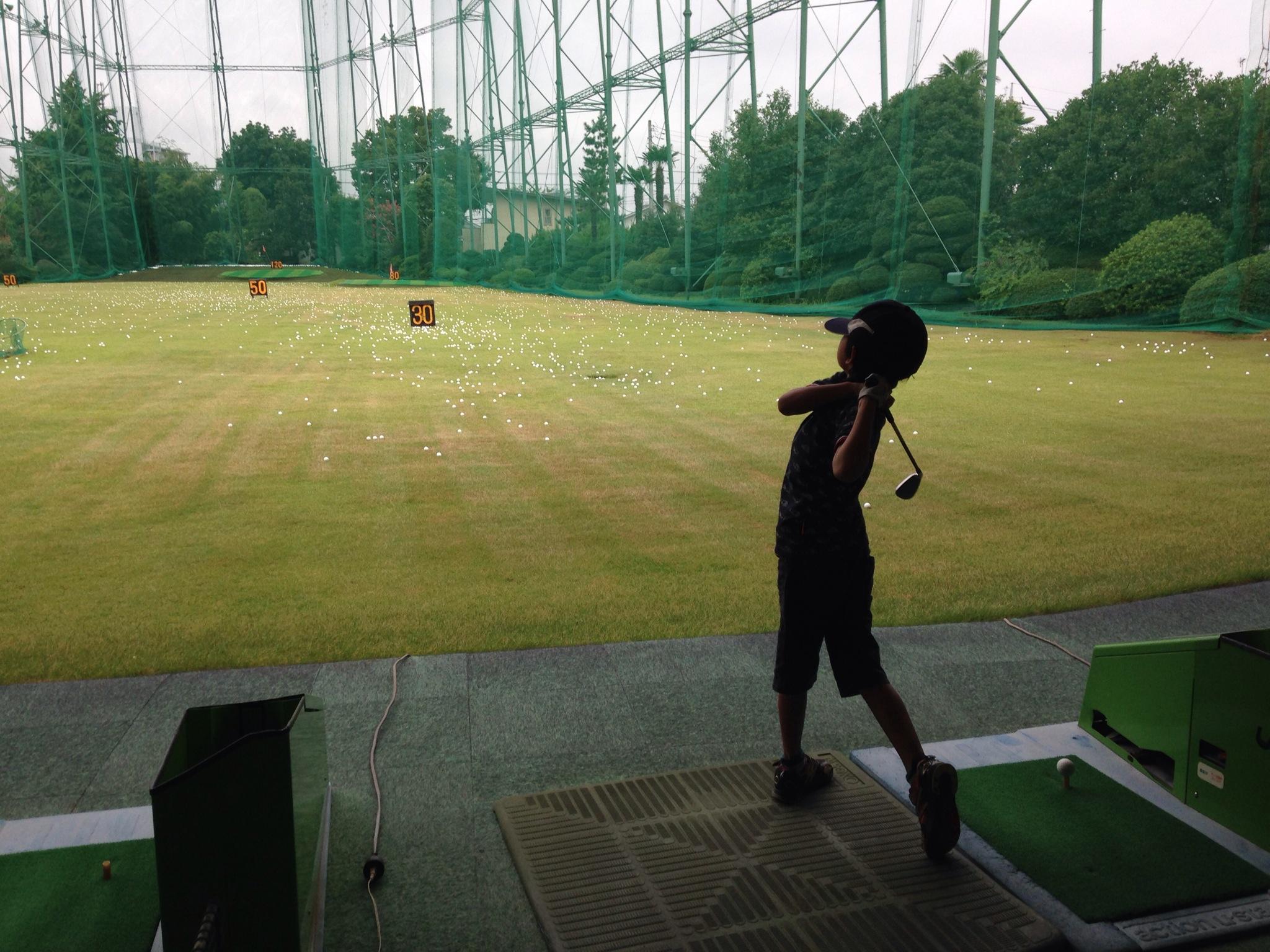 アサカグリーンゴルフ。朝霞パブリックゴルフ場からたぶん一番近く、ラウンド前の練習にも使える練習場