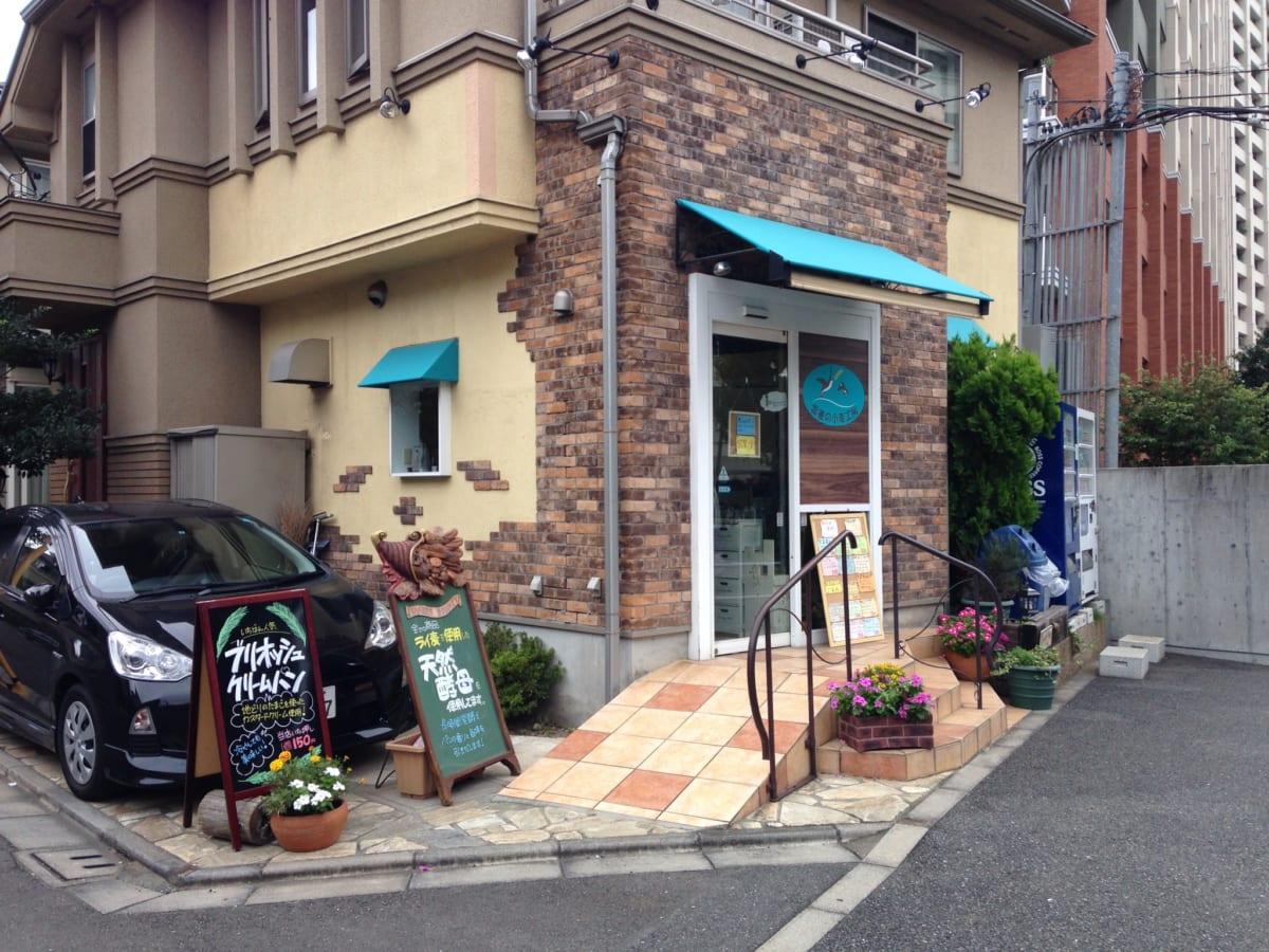 雲雀の小麦工房|西東京・ひばりが丘のパン屋さん。ベーカリーアサクラの跡地にできたお店はフルーツや具材がぎっしり!