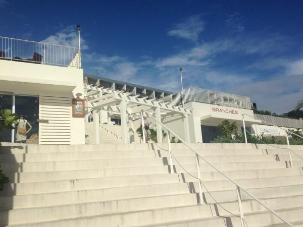 瀬長島ウミカジテラス、那覇空港から車15分に広がる白壁のオシャレスポット。到着直後に沖縄気分を味わうのに最高の場所!