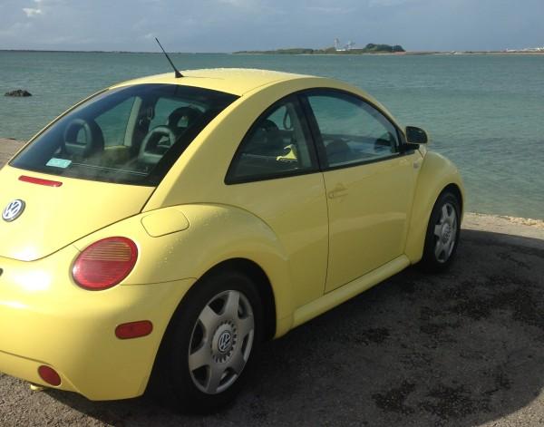 ビートルをレンタカーで沖縄旅行。コンパクトカーよりちょい高で借りれるフォルクスワーゲンの非日常なドライブが楽しかった!