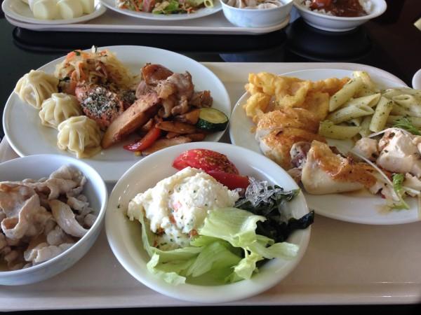伊計島で夕食 | レストランハイビス AJアイランドリゾート伊計島 のビュッフェへ。もう少し捻りとレパートリーがあると嬉しい!