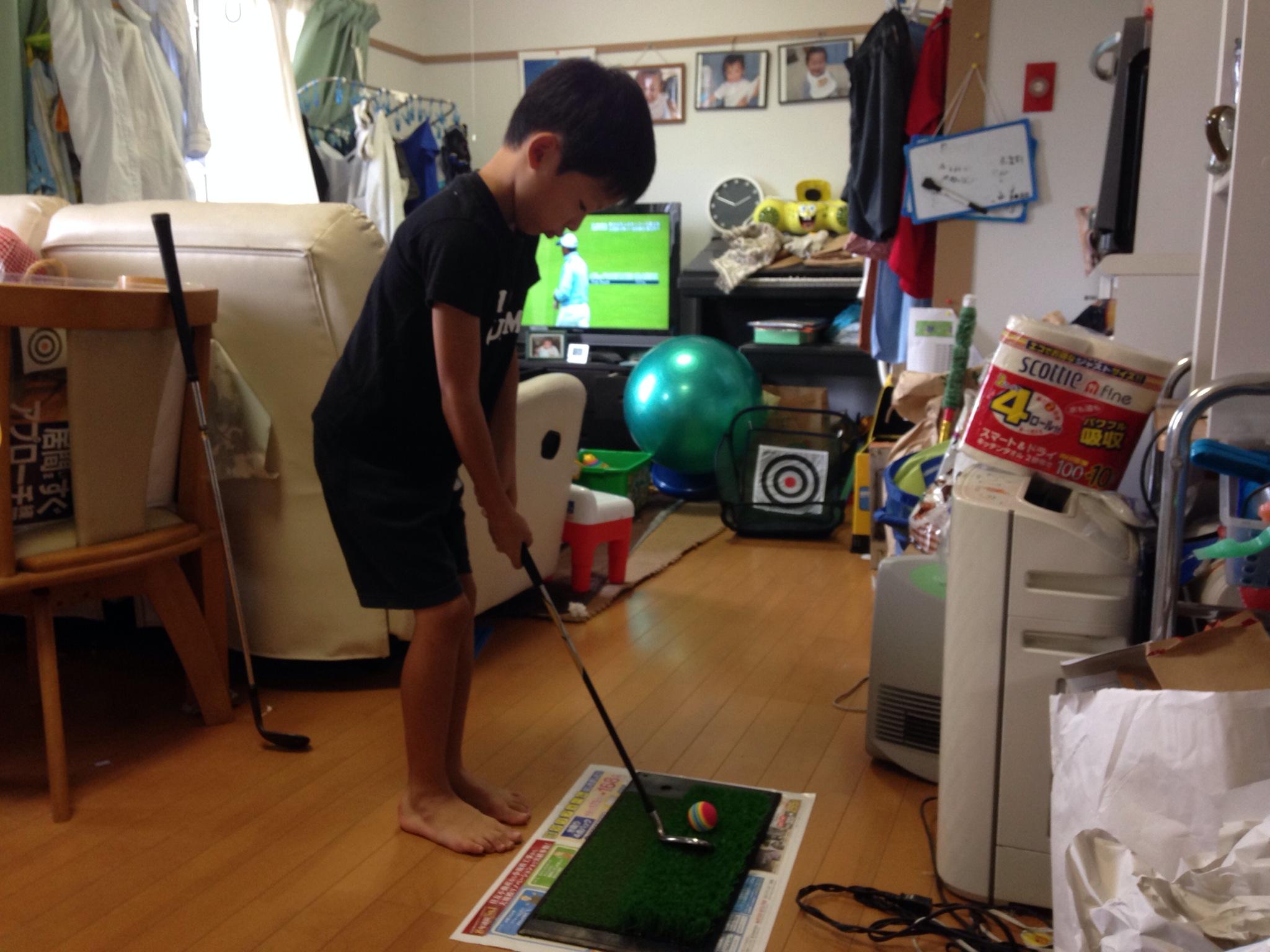 室内でアプローチ練習、はじめてみました。自宅でゴルフ、しかも15ヤード以内の集中力がつくと確信!