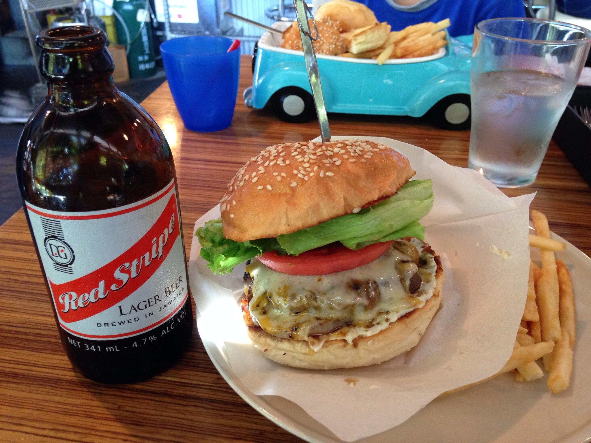 ブッチャーズテーブル、ハンバーガーとビールを片手に、映画の街大泉学園で語らいたくなるお店