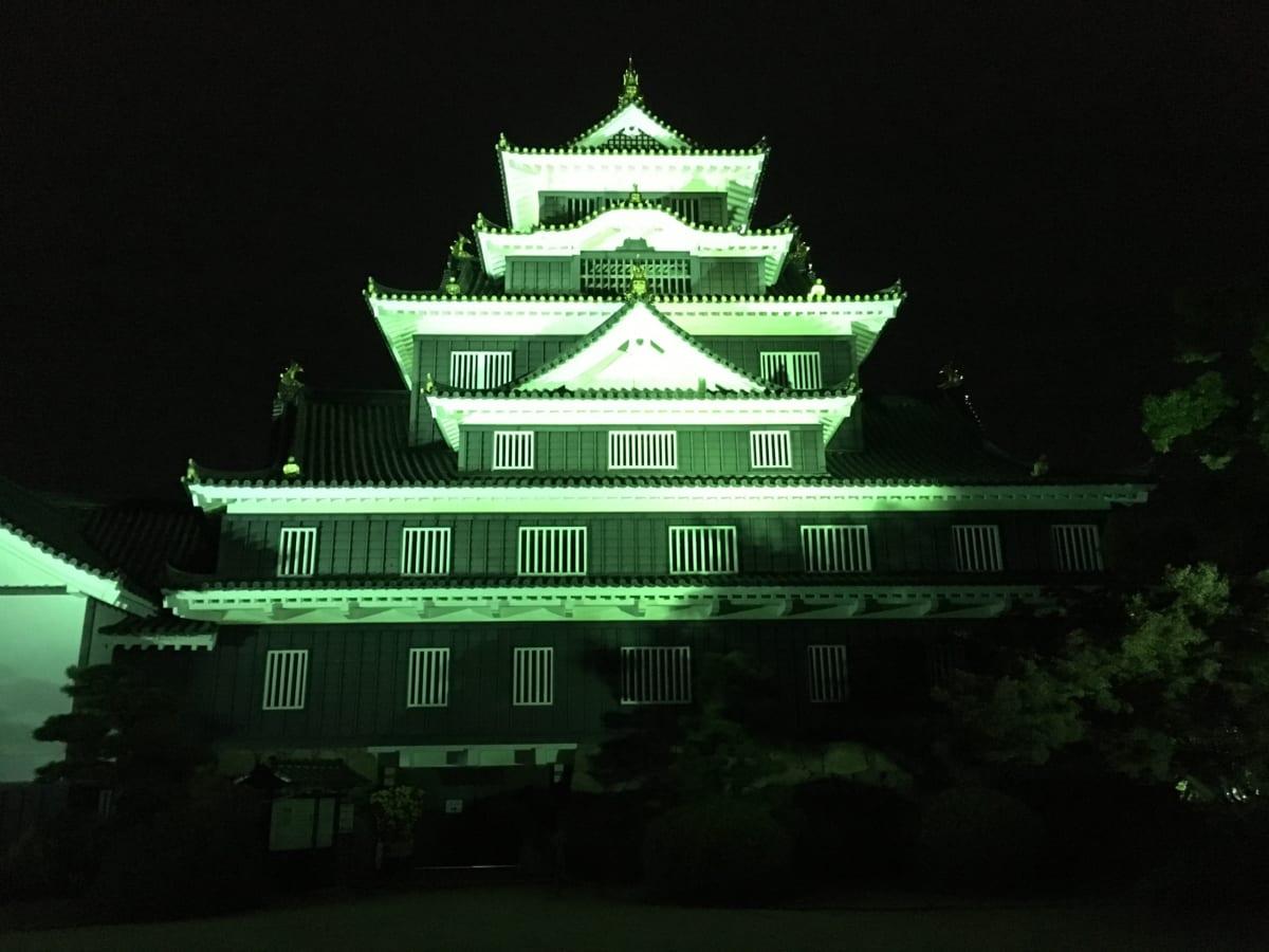 夜の岡山城は、隠れたデートスポット!?ライトアップされた天守閣の真正面までいける、実は穴場な場所でした!