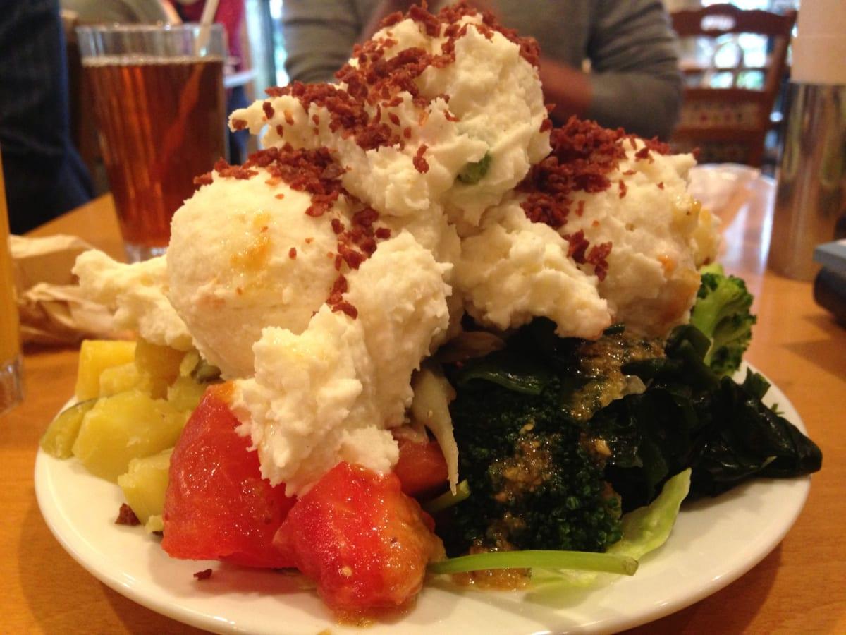 東京ベリーニカフェ 西新宿│1,000円のサラダバーランチは、大食いにも女性にも大人気!テイクアウトも可能なサラダ