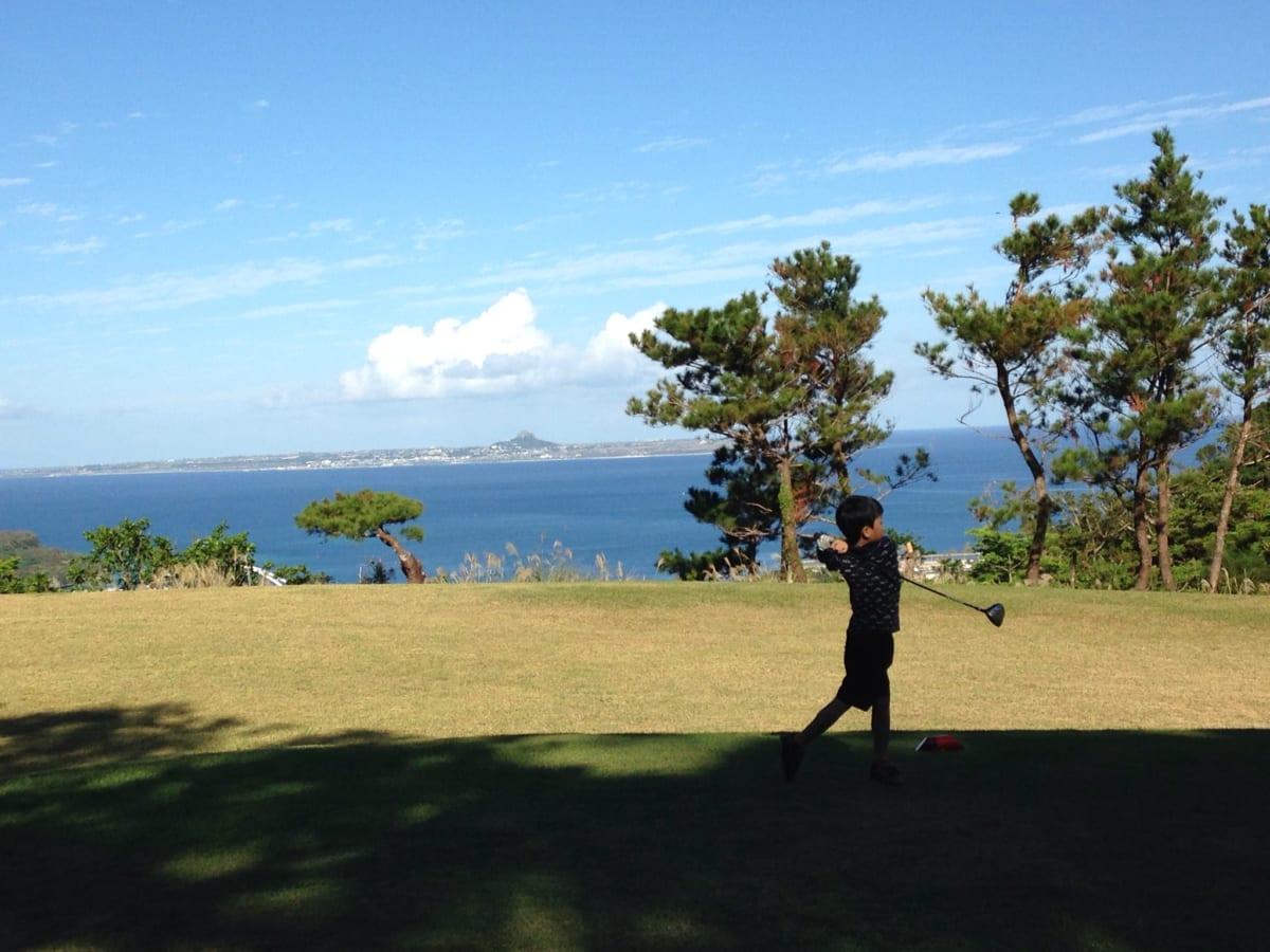 ベルビーチゴルフクラブ【口コミ】沖縄のジュニアゴルファーが腕を磨いている、海が見える絶景でラウンド! 後半編