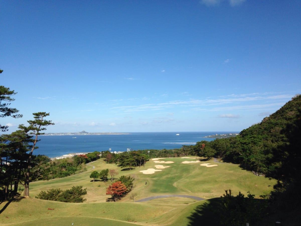 【口コミ】ベルビーチゴルフクラブ | 宮里三兄弟が腕を磨いた、沖縄の海が見える絶景ゴルフ場でラウンド! 前半編