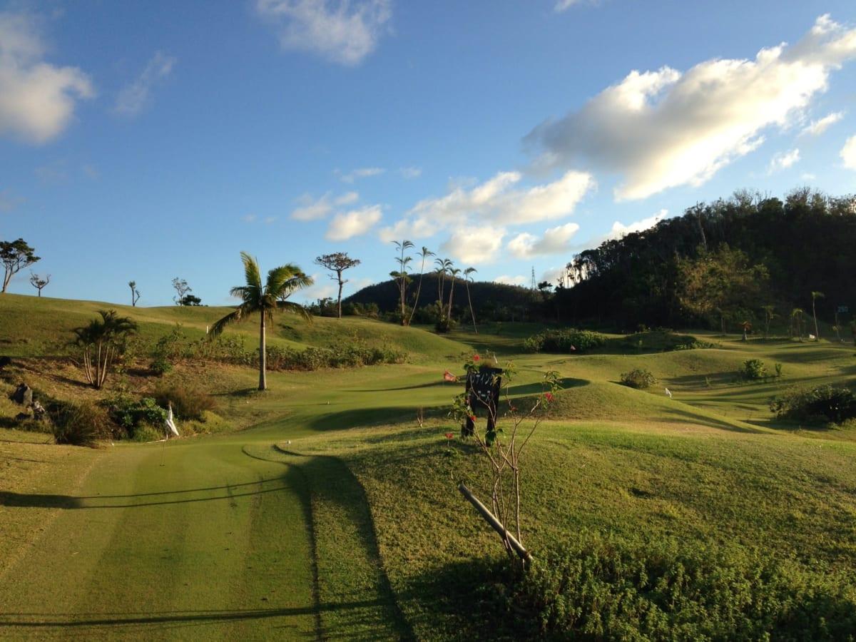 かねひで喜瀬カントリークラブ│パターゴルフで日没まで親子対決!ライトアップされた光景も見る価値あり!