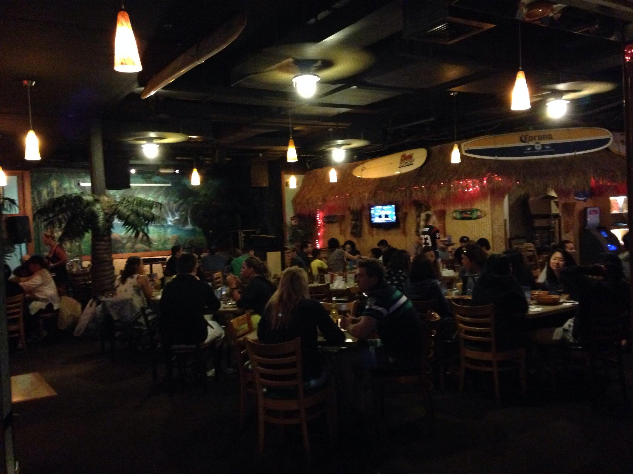 DA BIG KAHUNA WAIKIKI、日替わりビールが何杯でも3ドル、深夜まで飲み語らいができるメキシカンレストラン!