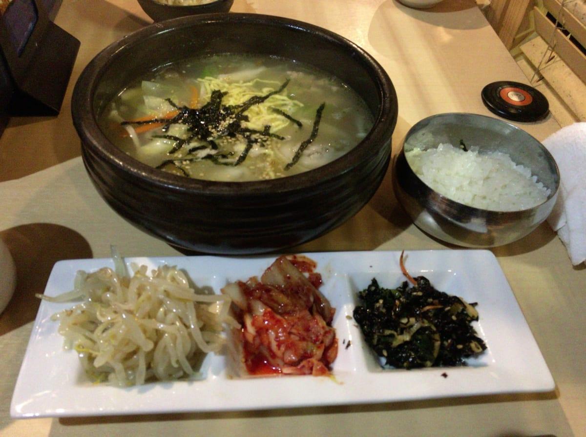 韓感(かんかん)│西新宿の大行列ランチ店で韓国料理を食す。美味すぎるナムル3種類とご飯が食べ放題で超大満足!