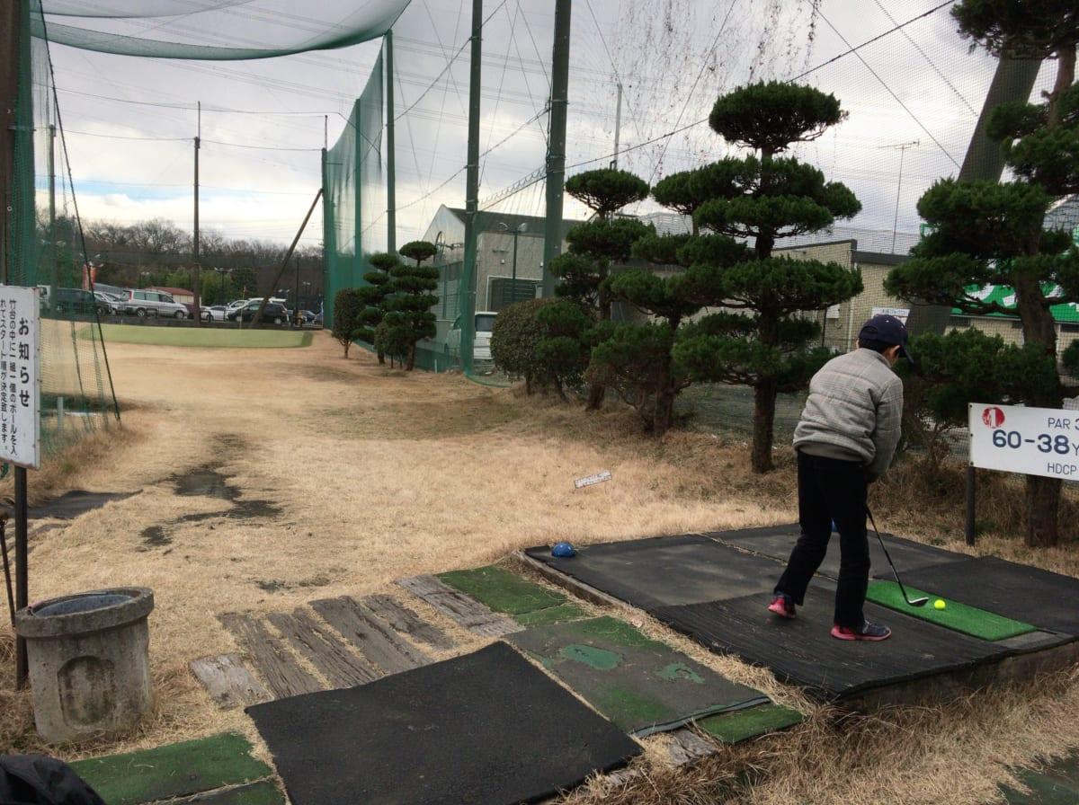 赤坂ゴルフコース。本格的なショートコースは、傾斜ティーとバンカーとアンジュレーションでラウンド前の練習にピッタリ!