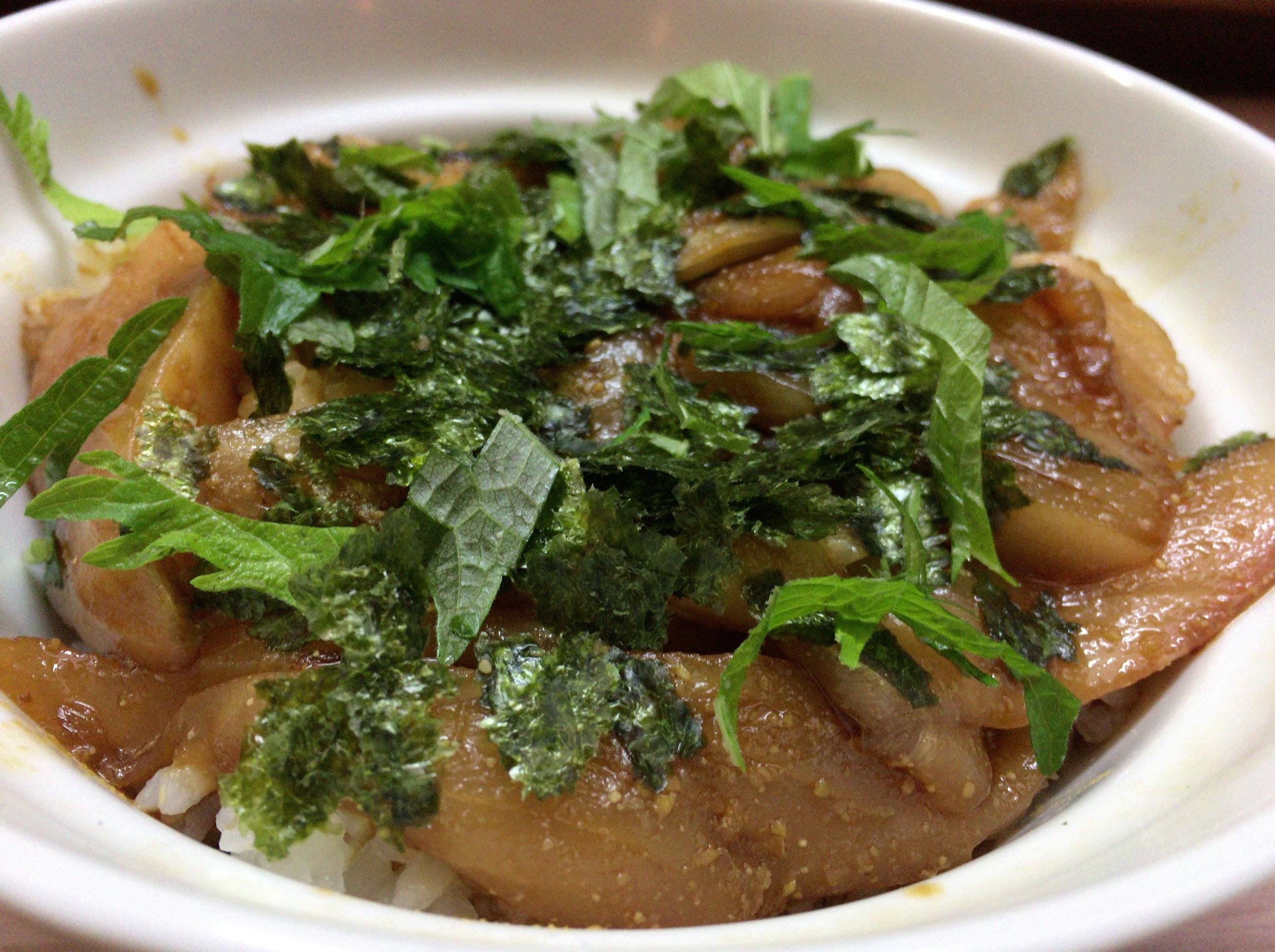 「竹浜」旬の鰆丼を岡山駅前にて、丼とお茶漬けの2種類で味わう。レトロすぎる店内に落ち着きを感じたひとときでした