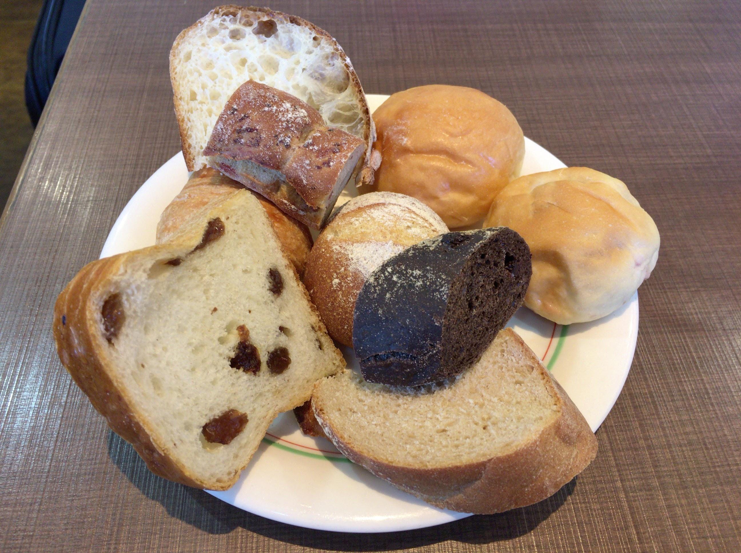 ベッラドンナ ~えきマチ1丁目香椎の「ワンコイン食べ放題」でランチ。地元に愛されるカフェ&ベーカリーでした