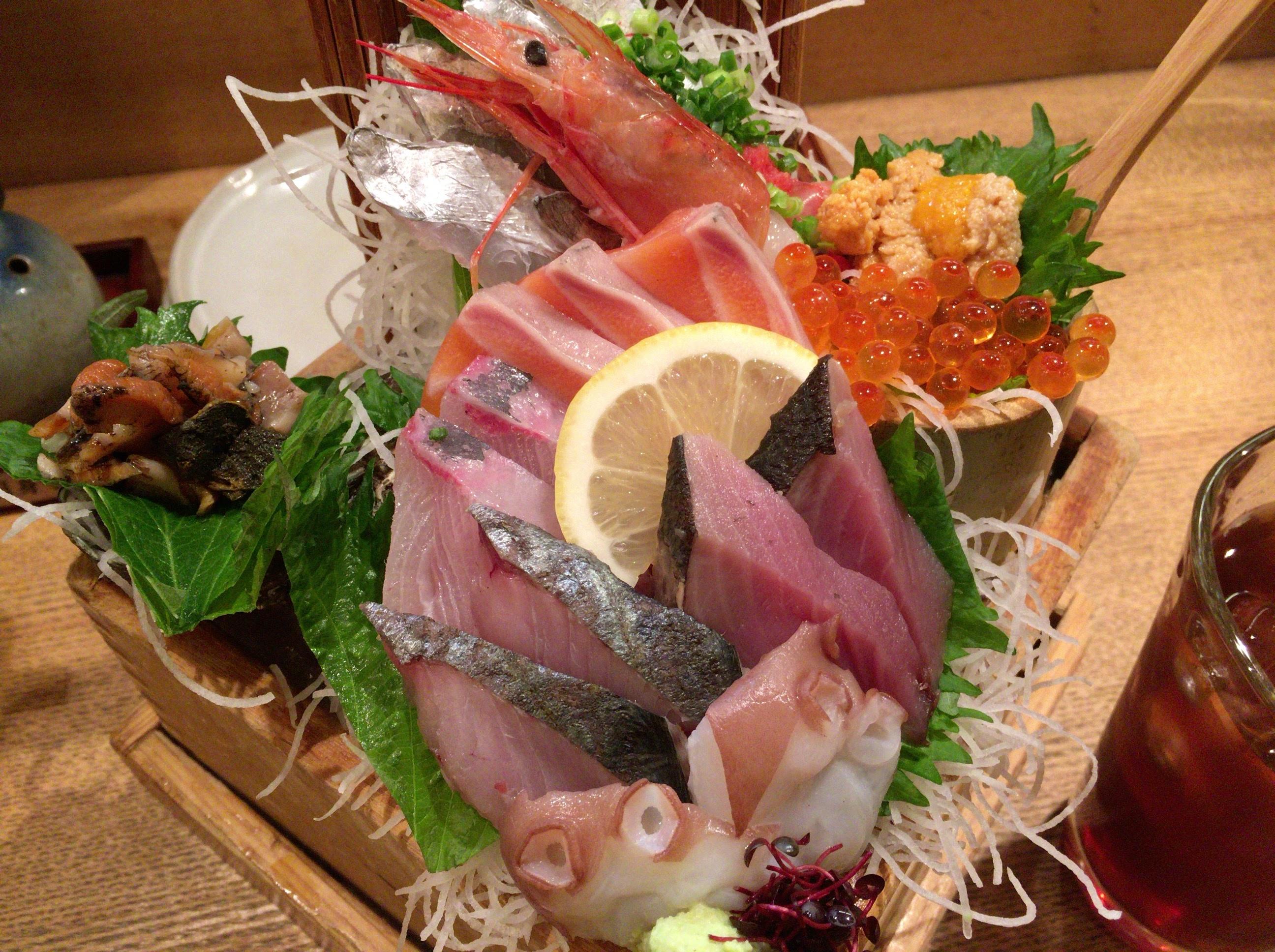 「寿司ろばた八條」大分市内の魚屋直営の海鮮居酒屋はインパクト凄すぎ!驚き連発に「情熱大陸」とともに一人ご飯を楽しみました!