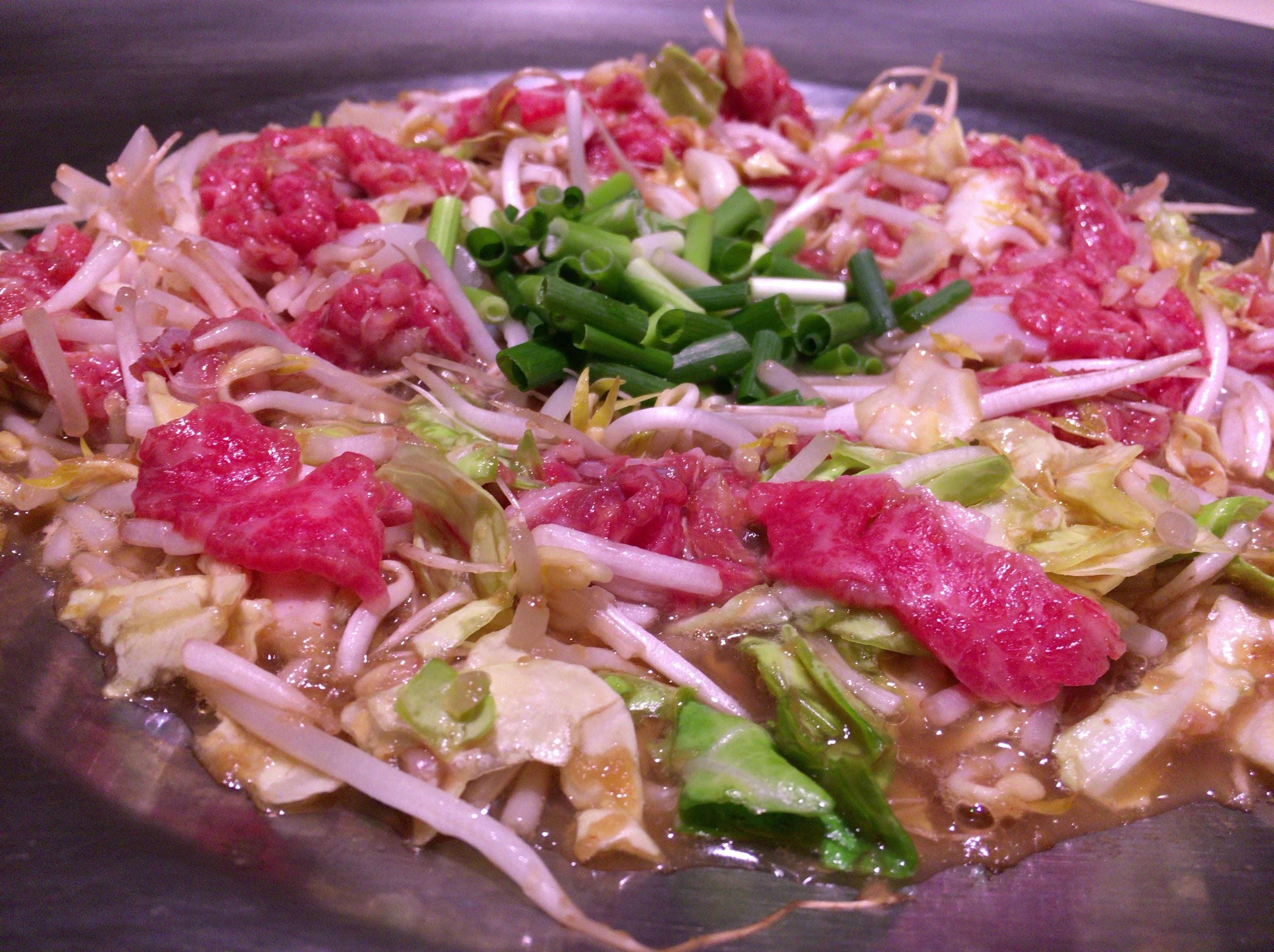 牛ちゃん本店 〜「炊き肉」鹿児島発祥の肉料理の本家へ。大人数で肉を突っつくと楽しい鍋のような料理だった!