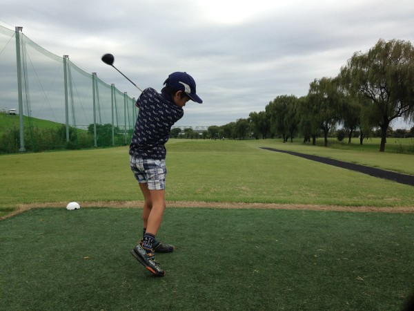 ジュニアに優しい、朝霞パブリックゴルフ場で親子ラウンド! 五郎丸ルーティーンで自己ベスト更新、親子で幸せでした♪