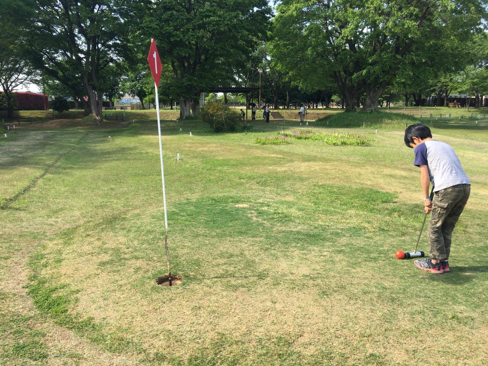 新座市総合運動公園でマレットゴルフ | 親子1000円以内で、芝生の上でのお散歩とピクニック気分を楽しんだ一日