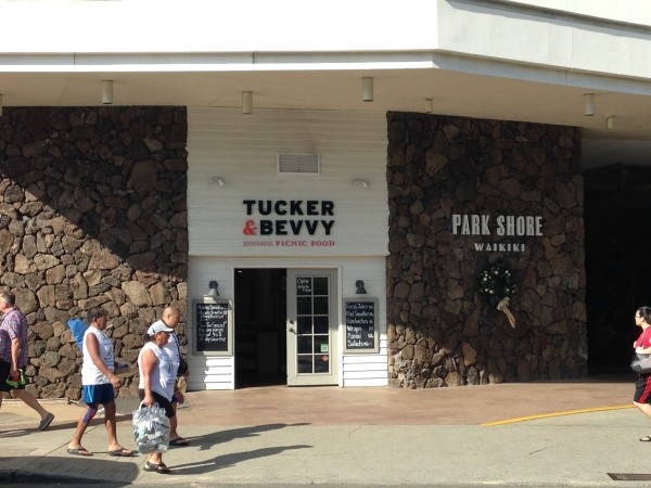 タッカー&ベヴィー・ピクニックフード。ビーチフードを買ってワイキキビーチやカピオラニ公園へ直行したくなるカフェ&デリ