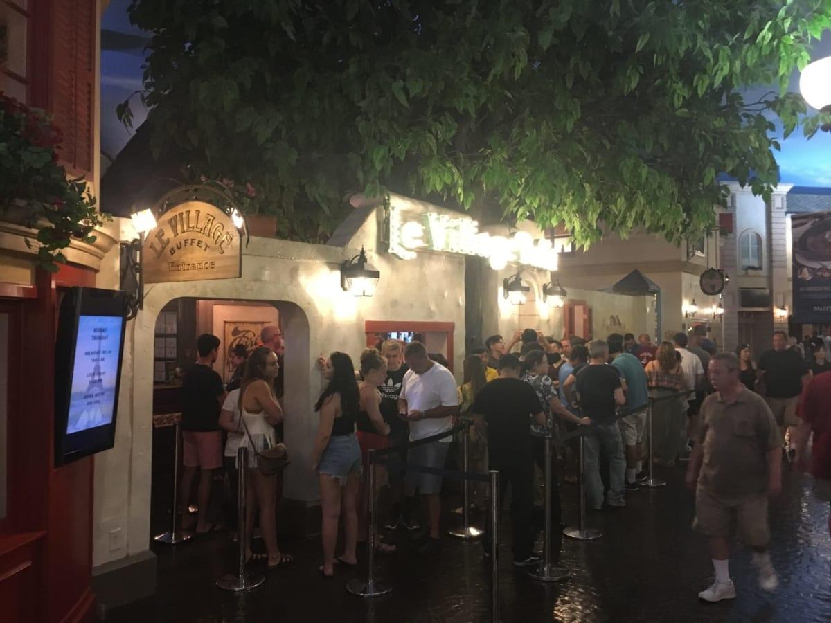 ル ビレッジ バフェ | 1時間待ち!ラスベガス・パリス内の大行列すぎる食べ放題、フランスの街並みとスイーツに大満足!