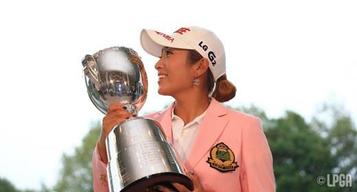 イ・ボミ選手、日本女子プロゴルフ選手権大会コニカミノルタ杯でメジャー制覇!その肩にはGOLFZON!?