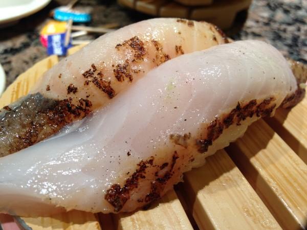 根室花まる | JR札幌駅ビルにある大行列の回転寿司。45組75分待って、北の海の幸をリーズナブルに味わえました!