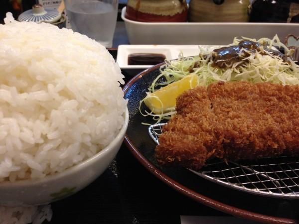 とんかつ川久。鹿児島中央駅近くにて瀬戸口精肉店発の黒豚ロースカツを食す。150gよりも絶対250gがオススメ!
