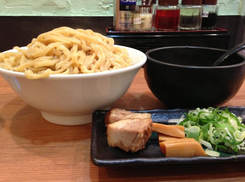 つけ麺・らーめん春樹 イオンモール東久留米店│900gまで麺増量無料! 横浜家系ラーメンのつけ麺に挑戦してみた♪