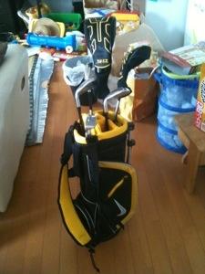 NIKEのジュニア用ゴルフクラブ「サスクワッチマッハスピード」、息子の7歳の誕生日にプレゼント♪