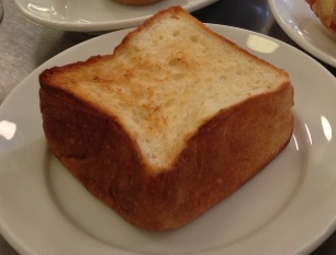 パンとエスプレッソと@表参道 | 食パン「ムー」は必食!フワフワで半端なく美味しく、ふじたん史上No.1の食パン