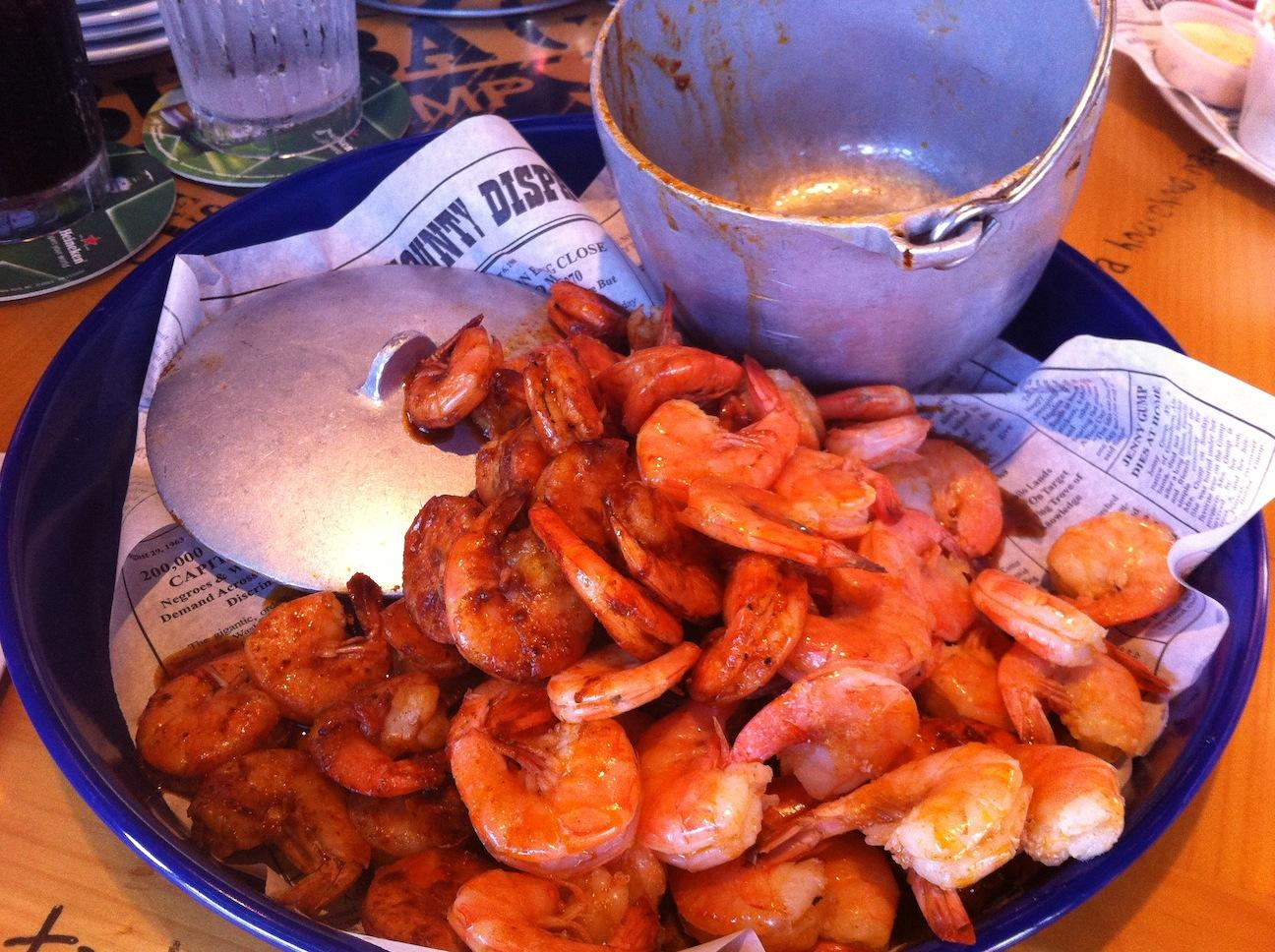 Bubba Gump Shrimp、ホノルルでも大人気のフォレスト・ガンプがテーマのレストラン。ジョッキのお土産も手に入ります!