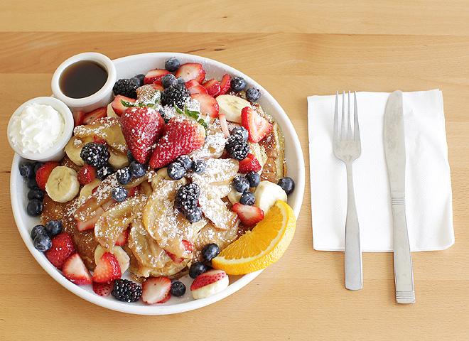Cafe Kaila、ホノルルで食べたフルーツたっぷり山盛りの本場パンケーキは、期待どおりハワイのベスト朝食賞金賞の味!